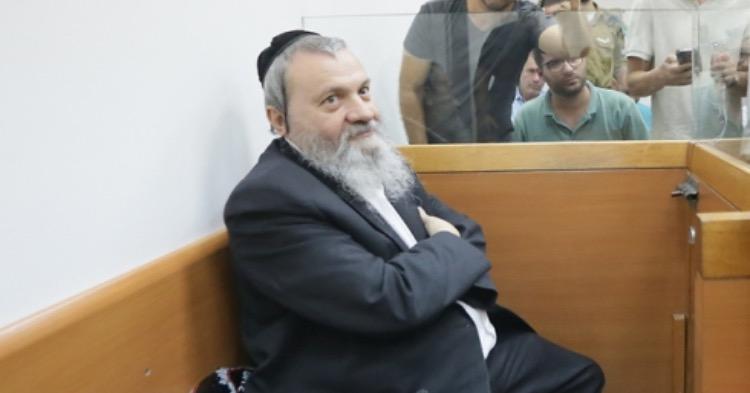 הרב שר בעת מעצרו