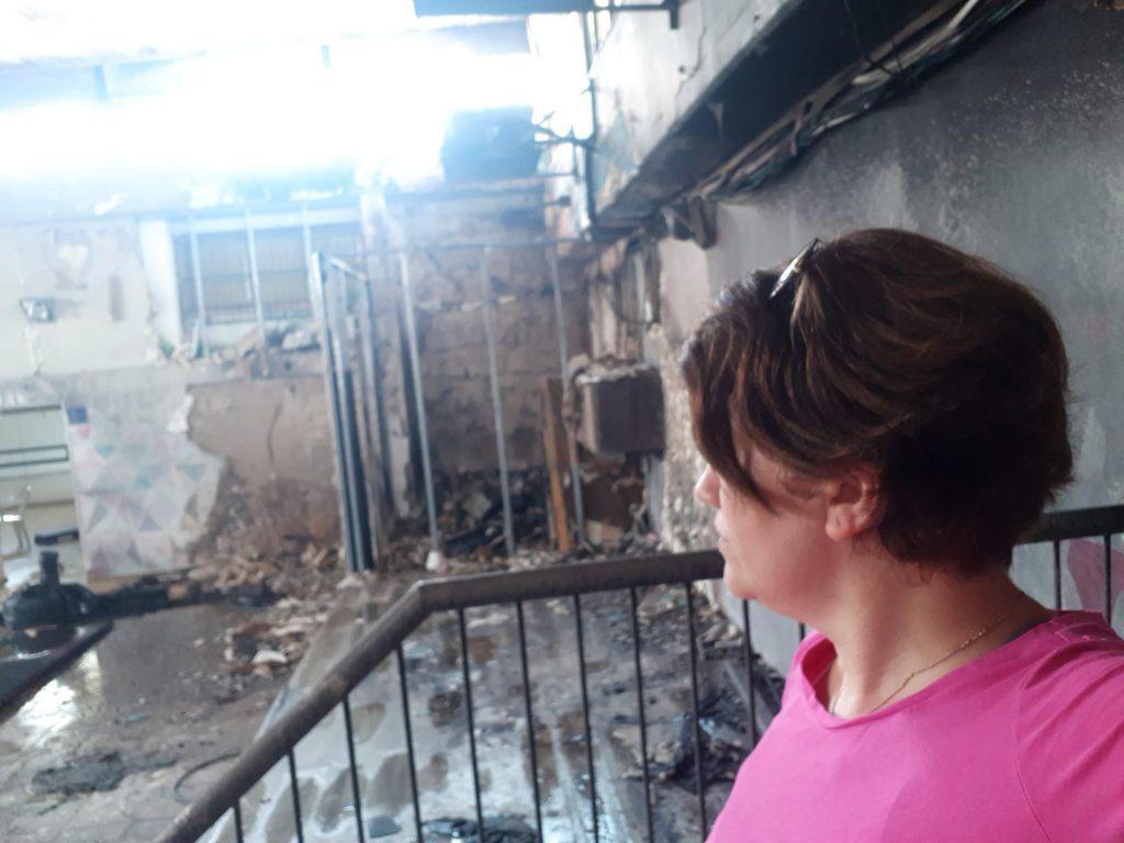 """הרגשתי שהבית שלי עם מלא זכרונות נשרף, ג'וליאנה בן אברהם במתנ""""ס השרוף"""