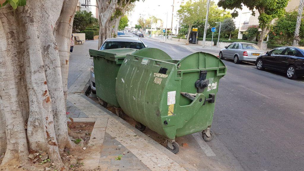 הפחים לא מוחזרים למקום- מרכז העיר