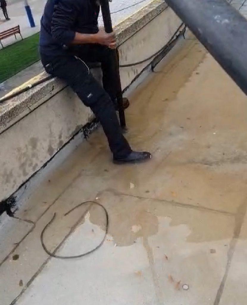 מים חודרים מכל הכוונים, הגג הקירות והרצפה- גג החטיבה בשבוע שעבר