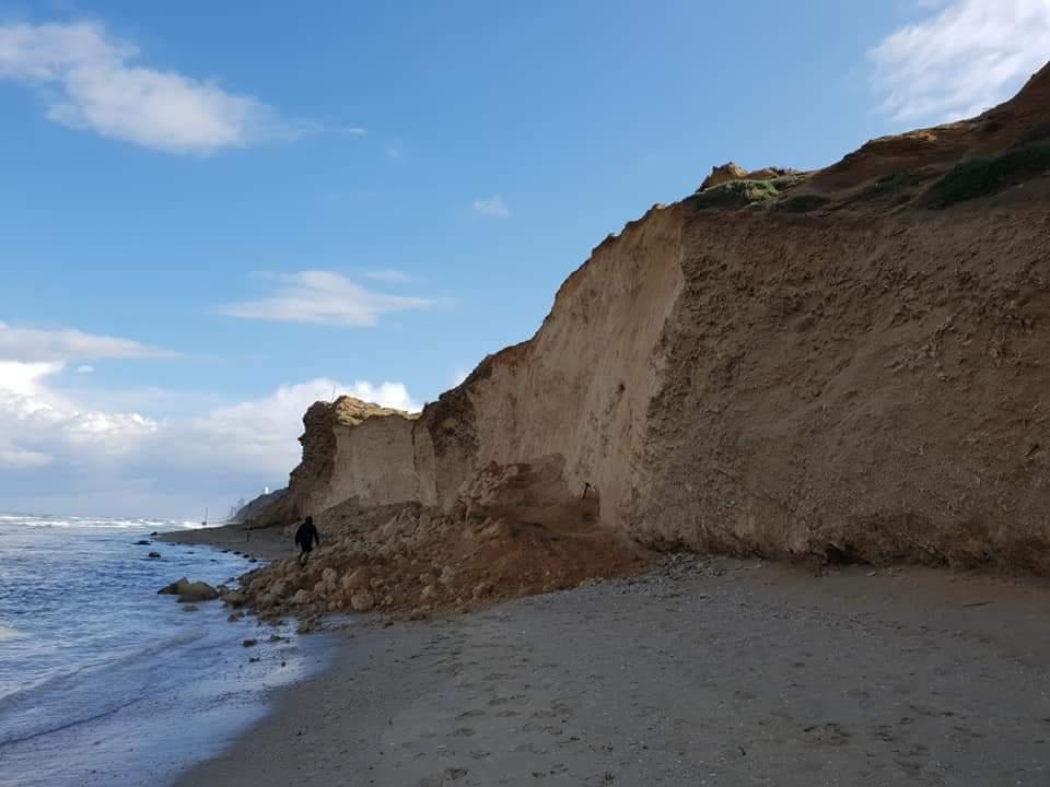 גם השלט המזהיר ממפולת נפל, צילום: ריקה אידלמן